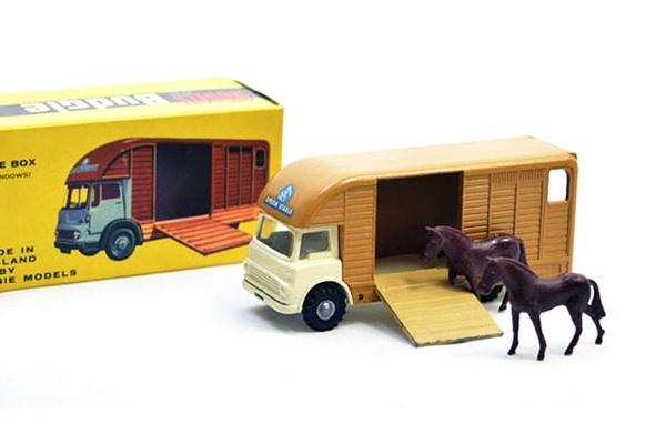 Camions / Fourgons / Utilitaires - Bedford TK Horsebox